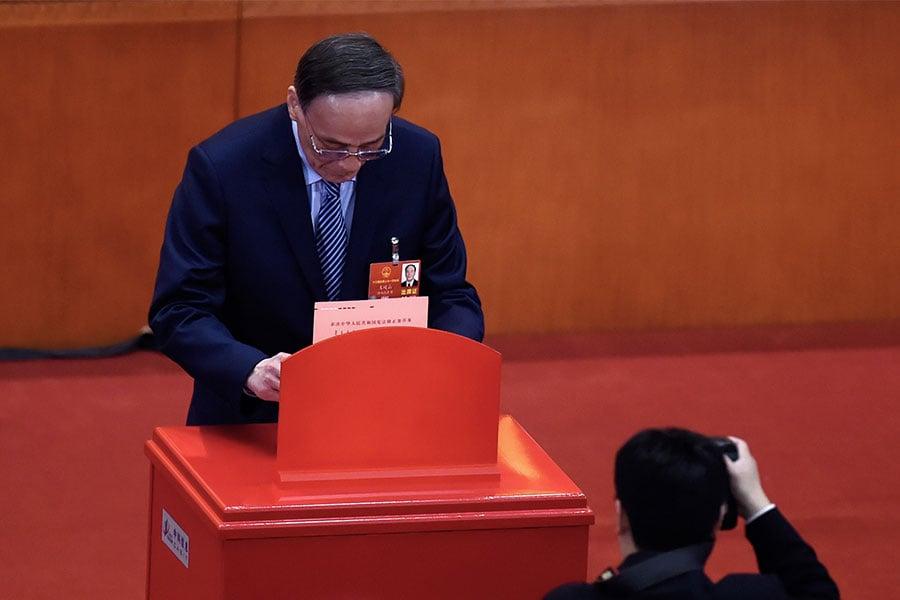 3月11日,王岐山在中共人大修憲投票現場。(WANG ZHAO/AFP/Getty Images)