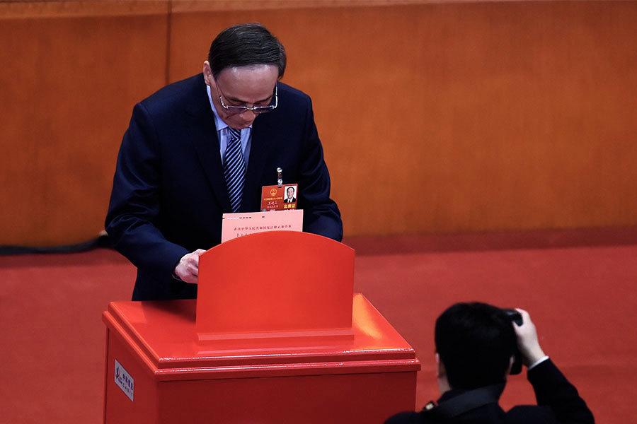 中共人大修憲投票現場 王岐山待遇最特別
