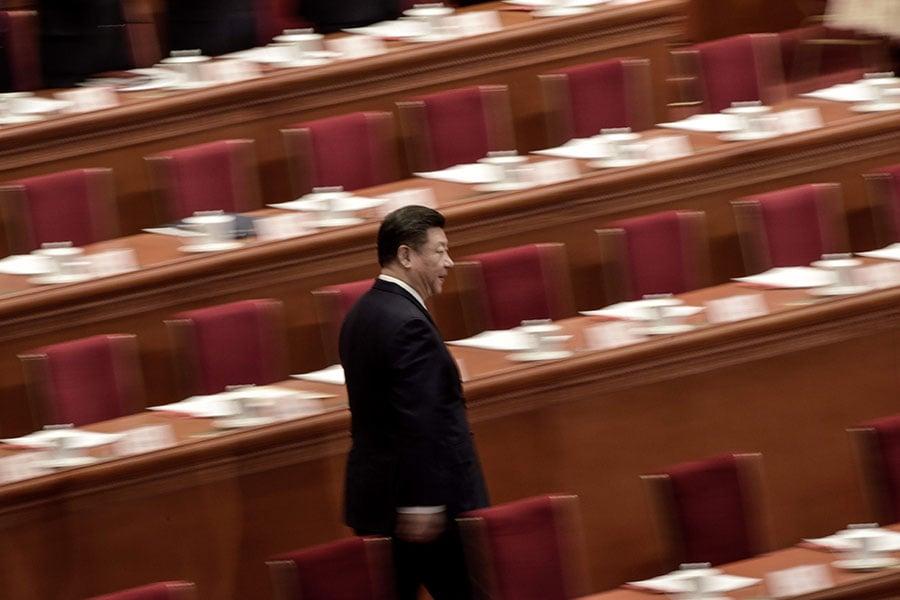 習近平只能在中共體制之外尋找出路,因此,抓江去共,是習近平擺脫危局的有效手段,根本無需投鼠忌器。(FRED DUFOUR/AFP/Getty Images)