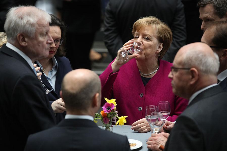 德國新政府成立,現在默克爾就等著3月14日宣誓就職,第四次連任德國總理。(Sean Gallup/Getty Images)