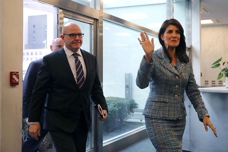 周一(3月12日),美國駐聯合國代表團召開閉門會議,向安理會成員簡報朝核問題進展。圖為美國聯合國大使黑利(圖右)及國家安全顧問麥克馬斯特。(Spencer Platt/Getty Images)