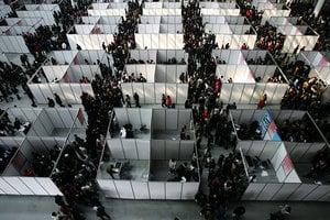 中國應屆畢業生首破800萬 就業形勢雪上加霜