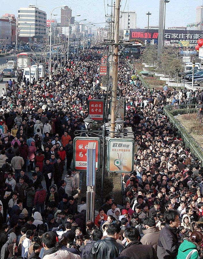 數以萬計找工作的民眾。(AFP/Getty Images)