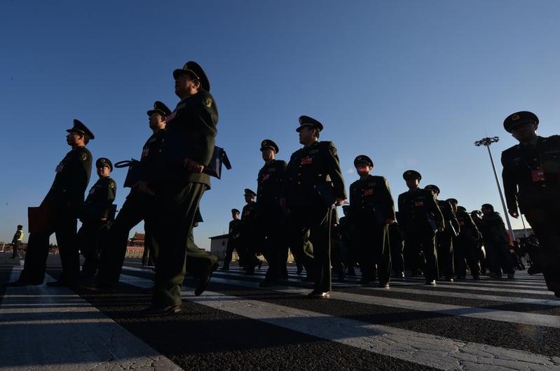 中共十九大後,習當局對武警部隊進行了重大改革。近期當局的官方檔顯示,武警今後將由雙重管理改由中央軍委單一管理。(MARK RALSTON/AFP/Getty Images)