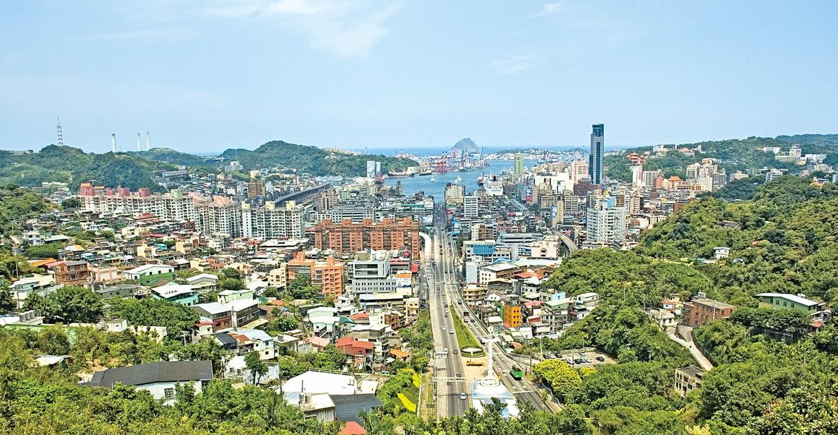 基隆的小吃種類多樣,其實也反映出台灣多元的飲食文化。圖為基隆市市景。