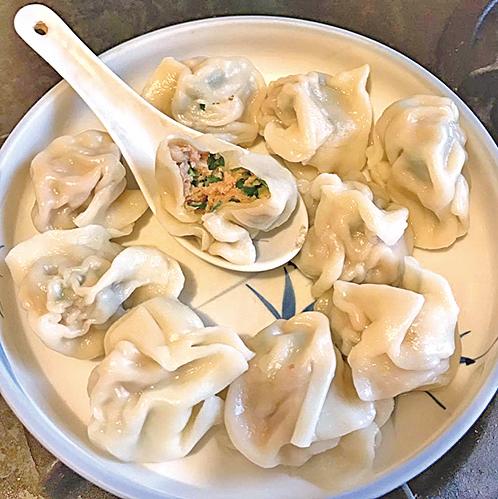 基隆的「林家三鮮水餃」,以胭脂蝦建構了特色水餃。