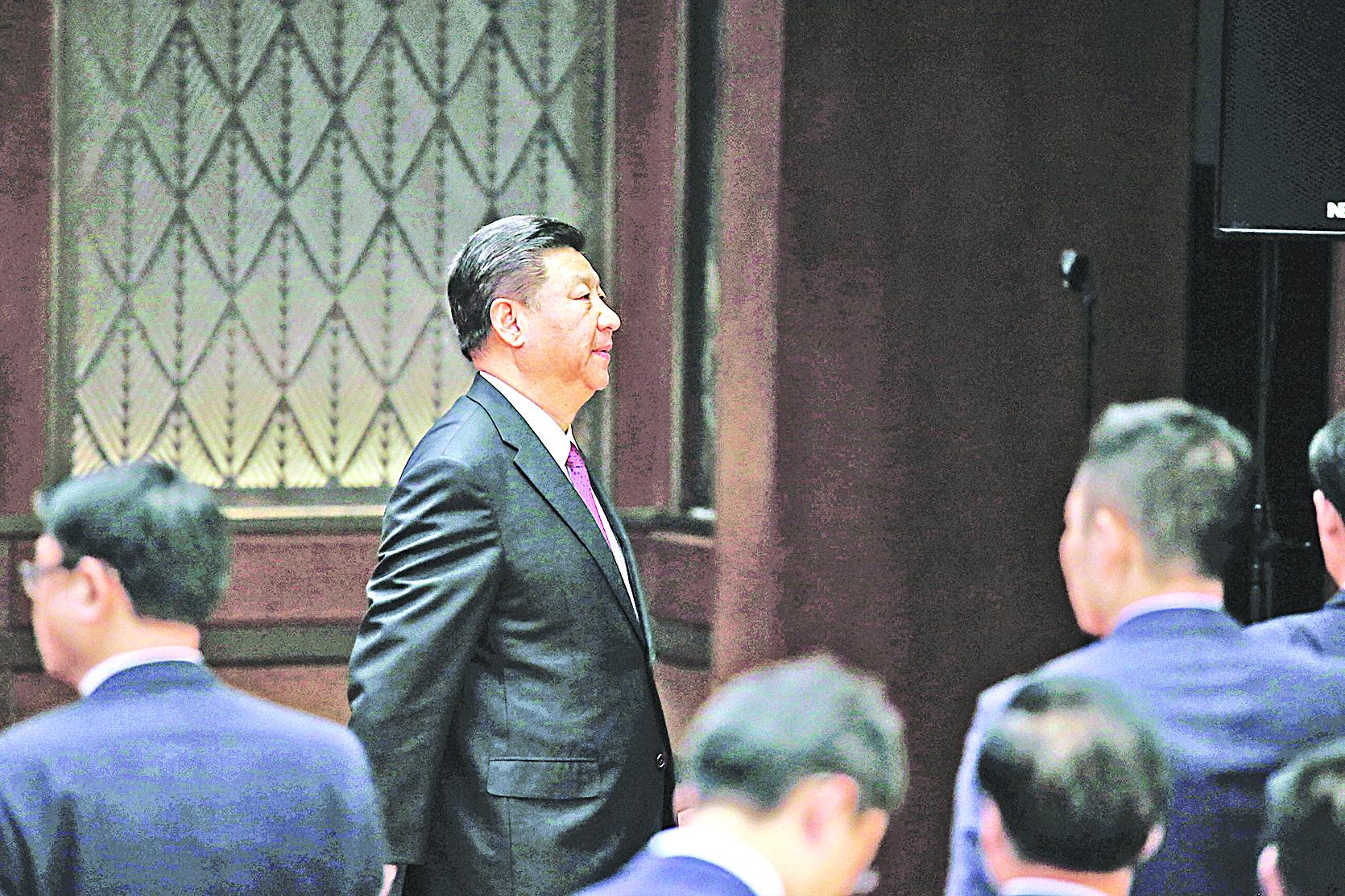 中共官方披露,習近平去年9月29日主持中央政治局會議,敲定修憲 。( JASON LEE/AFP/Getty Images)