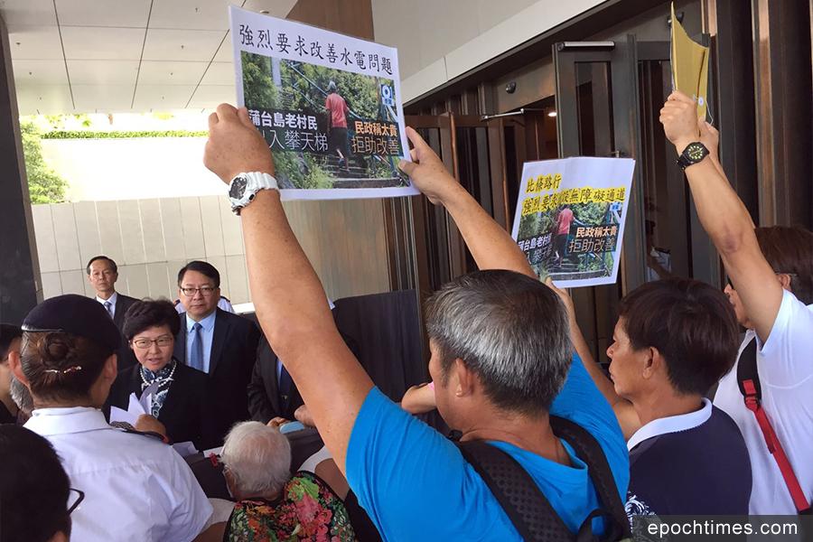 2017年10月,蒲台島村公所工作關注組於立法會請願,就蒲台島無水無電問題提出申訴。(蒲台島原居民梁建偉提供)