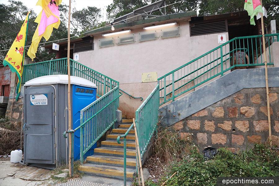 蒲台島上只有一個公廁。(陳仲明/大紀元)