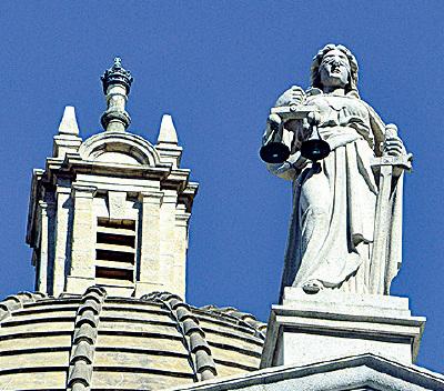 終審法院上的泰美斯女神像(政府新聞網)