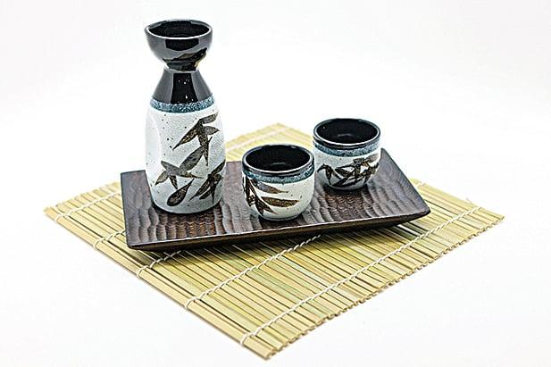 賞櫻時搭配日本酒,能深入體驗日本賞櫻文化。