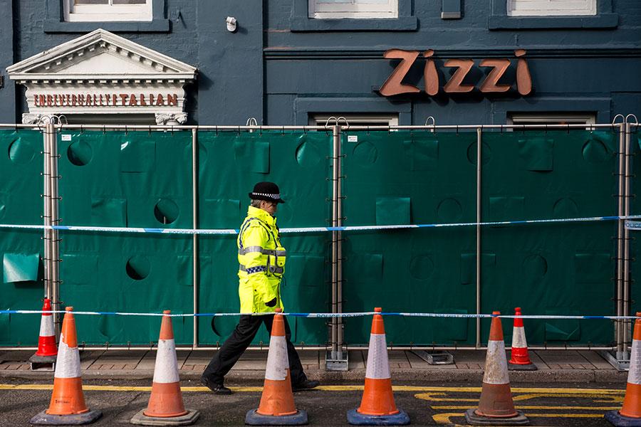 斯克里帕爾父女在中毒當天曾經在這家Zizzi餐館用餐,這裏已經被臨時關閉。他們使用過的餐桌已經被銷毀。(Chris J Ratcliffe/Getty Images)