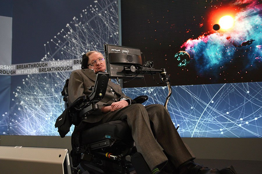 周三(3月14日),科學界巨星英國物理學家史蒂芬・霍金(Stephen Hawking)在劍橋的家中逝世,享年76歲。全球各界人士相繼表達對霍金的悼念。(Bryan Bedder/Getty Images for Breakthrough Prize Foundation)