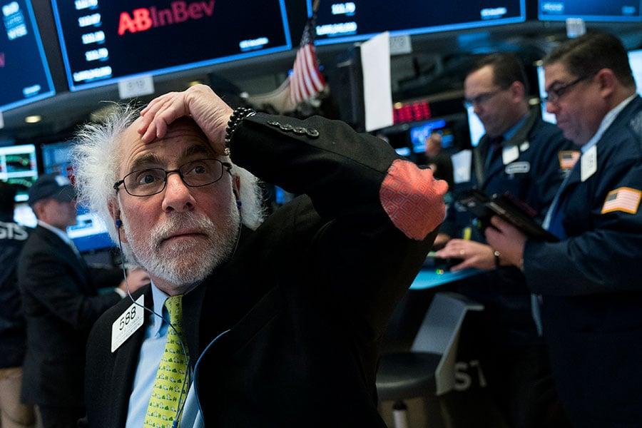 一旦爆發貿易戰,那些依賴中國市場的公司將受到衝擊。CNBC建議投資者們遠離這些公司的股票。(Drew Angerer/Getty Images)