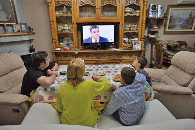 最新研究:久坐看電視會致癌,男士風險增35%