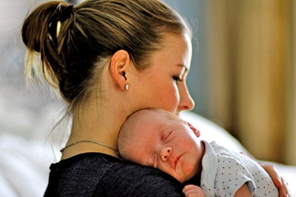 研究證實,愛會促進新生兒的大腦發育。(Flickr)