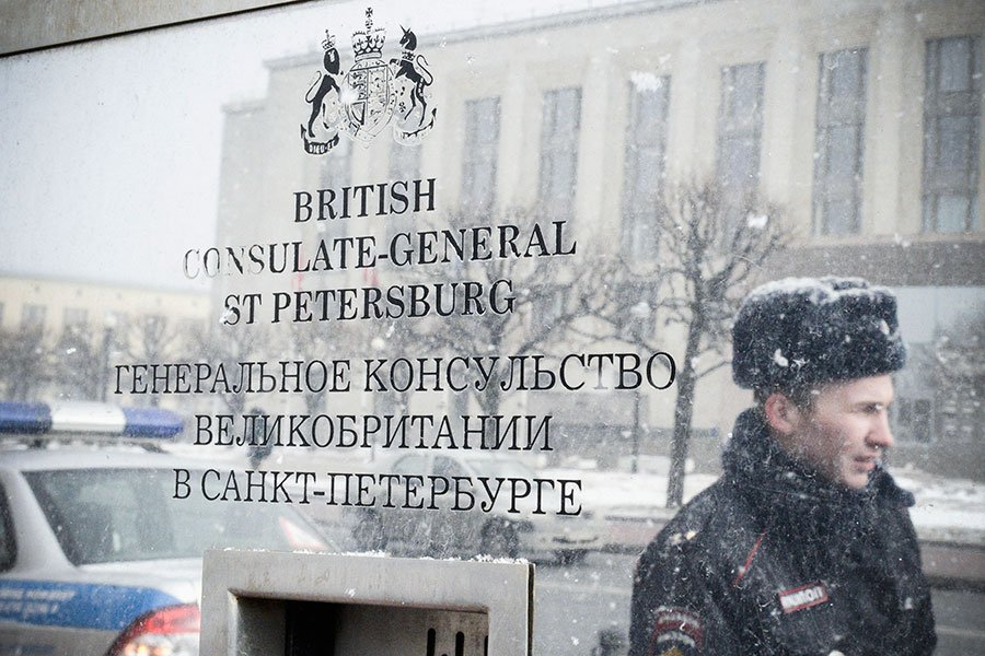 俄羅斯前雙面間諜及其女兒在英國中毒事件在英俄兩國之間持續發酵。英國要求俄羅斯當局對此事件負責,並宣佈驅逐23名俄外交官。作為回應,俄羅斯周六(3月17日)宣佈,同樣要驅逐23名英國外交官。圖為位於俄羅斯聖彼得堡的英國領事館。(OLGA MALTSEVA/AFP/Getty Images)