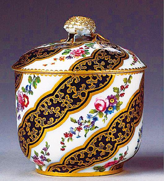 塞夫勒(Sevres)瓷廠1770年作品。