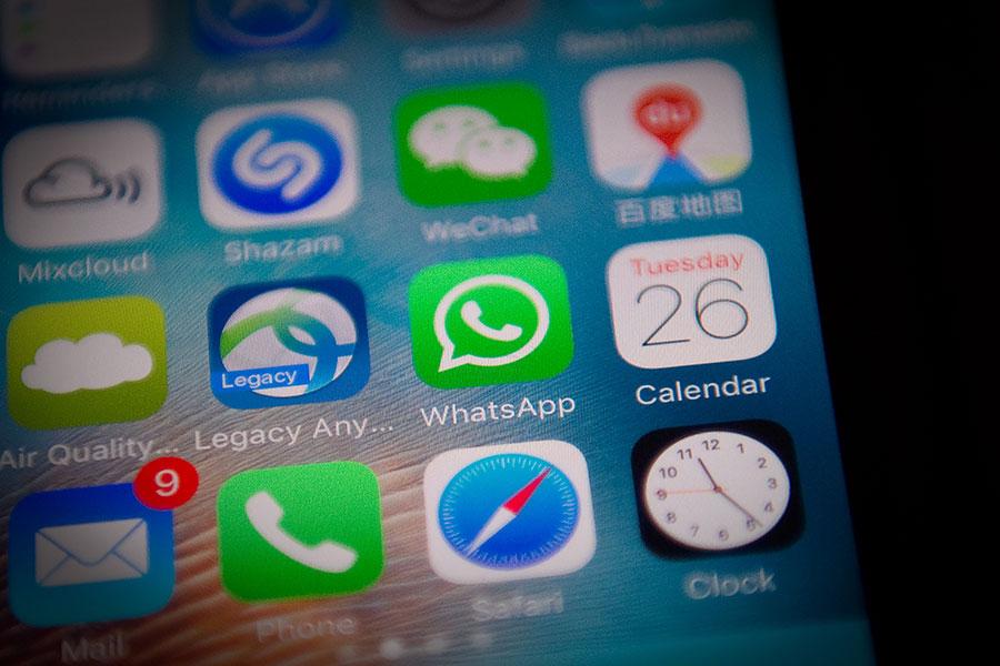 周日(3月18日),印度陸軍發出警訊及影片,警告中國黑客試圖入侵即時通訊軟件WhatsApp,竊取印度用戶的資料。印度陸軍呼籲用戶要時刻保持警覺謹慎,確保個人帳號的安全。(NICOLAS ASFOURI/AFP/Getty Images)