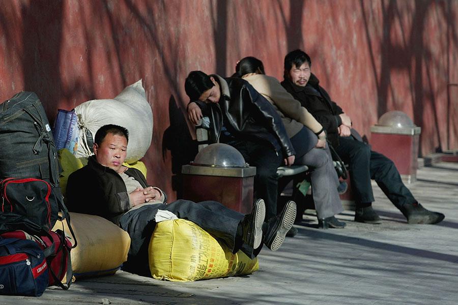 上海和北京當局去年實施人口限制政策。上海計劃將人口限制在2500萬,北京限制在2300萬。(China Photos/Getty Images)
