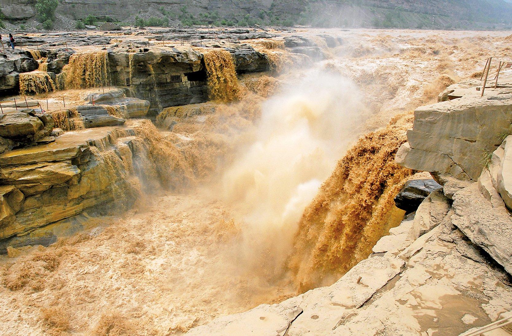 黃河壺口瀑布。 (Leruswing/維基百科公共領域)