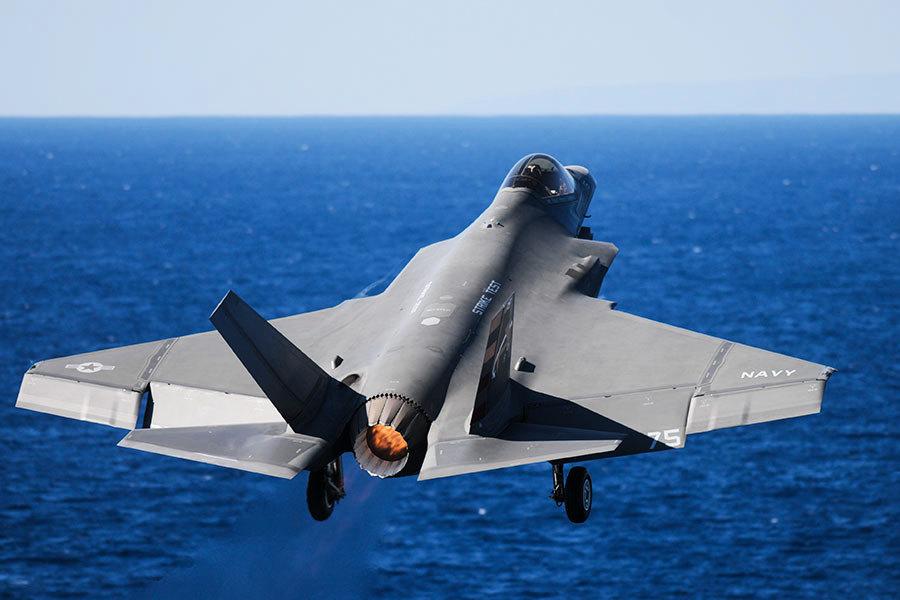 美軍擬在卡爾文森航母部署F-35C隱形戰機