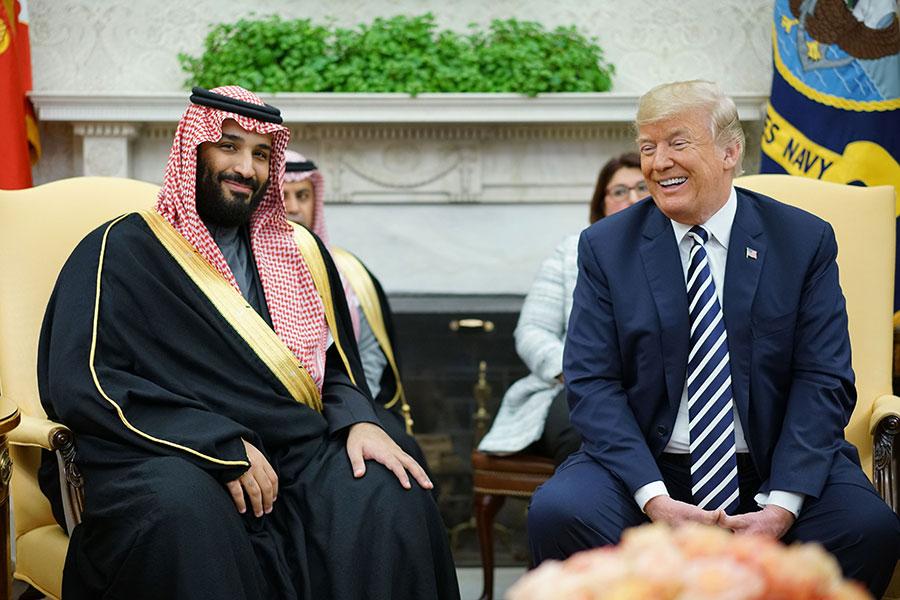 周二(3月20日),特朗普在白宮會見沙特阿拉伯王儲穆罕默德・本・薩勒曼(Mohammed bin Salman)。這是穆罕默德自去年6月成為王儲以來的首次訪美。兩人討論了《伊朗核協議》問題。(MANDEL NGAN/AFP/Getty Images)