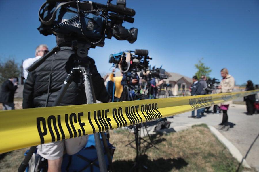 周二(3月20日)凌晨,德克薩斯州再傳爆炸聲。這是這個月德州發生的第五宗爆炸案。警方認為,這五宗爆炸案之間很可能有關聯。特朗普總統周二表示,製造連環爆炸案的疑犯「非常病態』,並誓言將這個案件追究到底。(Scott Olson/Getty Images)