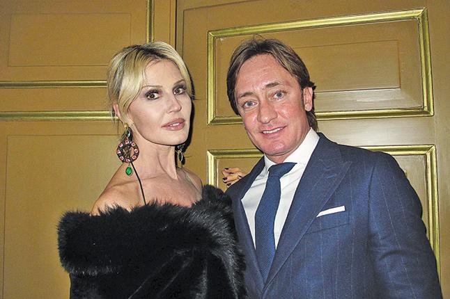 意大利影、視、劇三棲女演員Natali Cartonazo女士和男友。(麥蕾/大紀元)
