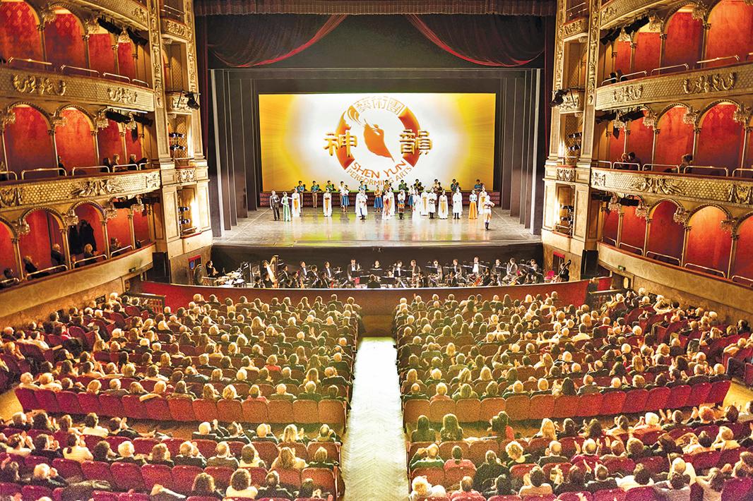 3月19日,神韻紐約藝術團在羅馬歌劇院進行兩場演出。(Marius Iacob∕大紀元)