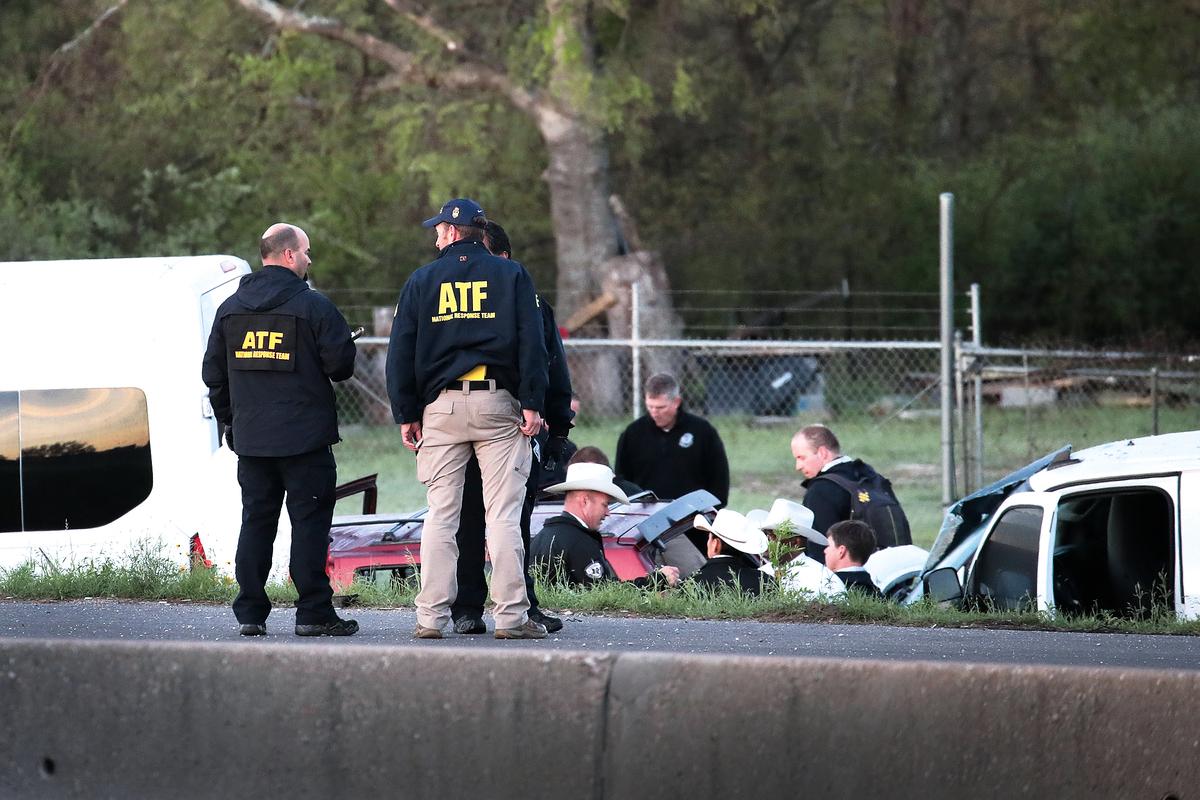 3月21日,執法人員在疑犯自殺現場進行調查。(Getty Images)