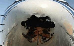 中國國航客機疑遭鳥擊 機頭破大洞染血跡