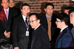 涉貪腐濫權等罪 南韓前總統李明博深夜被捕