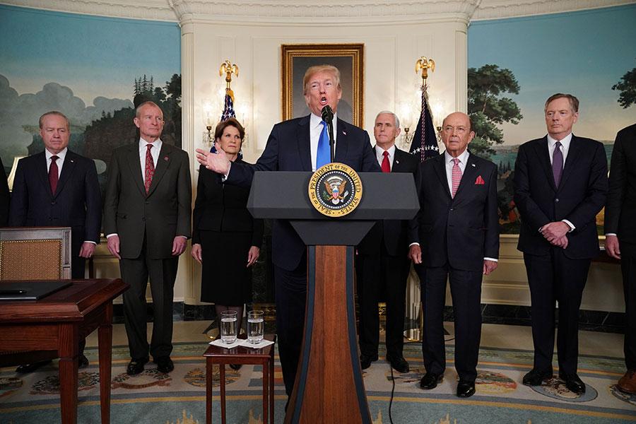 3月22日,美國終統特朗普剛剛簽署了行政備忘錄,公佈了第一批對華貿易制裁方案,要對來自中國的商品加徵600億的關稅。(MANDEL NGAN/AFP/Getty Images)