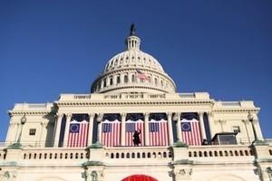 美參院通過逾萬億支出法案 交特朗普簽署