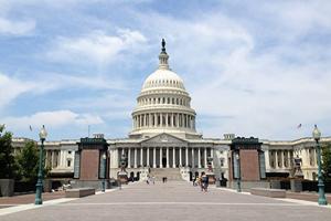 美國國會公佈逾萬億美元開支法案