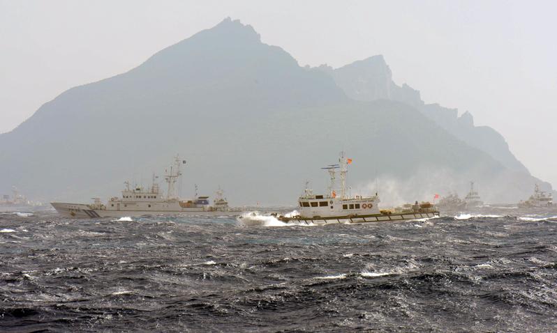 中國大陸海警船編隊3月23日上午進入釣魚台附近12海里海域,遭到日本海上保安廳巡邏船的警告和跟蹤。圖為釣魚台資料圖片。(SAM YEH/AFP/Getty Images)