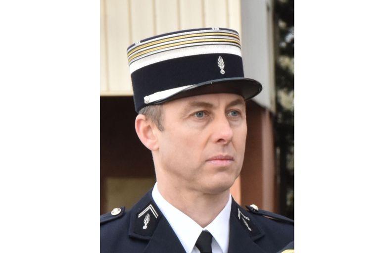 在23日發生的超市恐襲案中自願替換人質的警官貝爾特拉姆(Arnaud Beltrame)經搶救後仍傷重不治。(AFP PHOTO/GENDARMERIE NATIONALE)