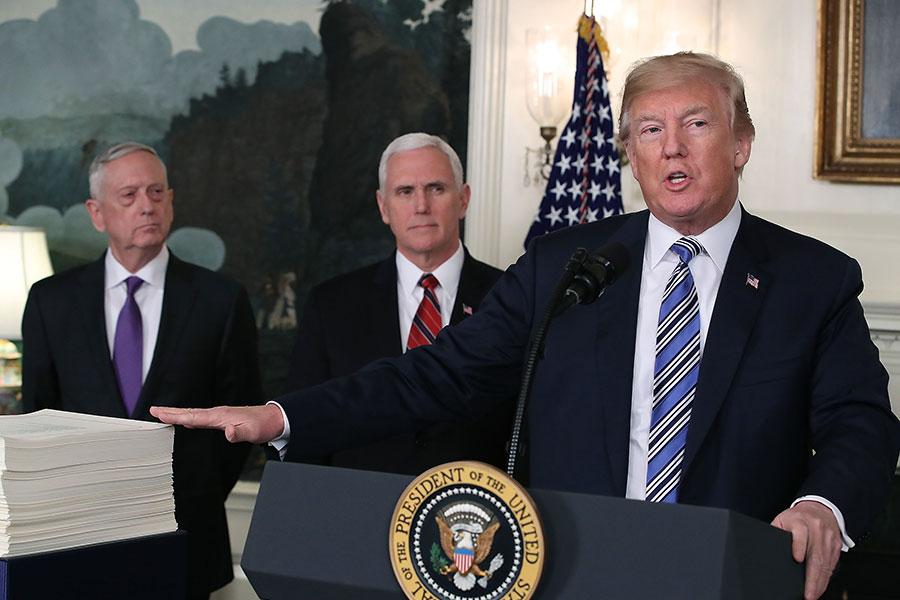 中美貿易較量幾個來回後,大陸宣佈降汽車關稅、抗癌藥物關稅,老百姓體會中美貿易戰的利好,紛紛感謝特朗普。圖為美國總統特朗普宣佈對中國商品徵收關稅。(Mark Wilson/Getty Images)