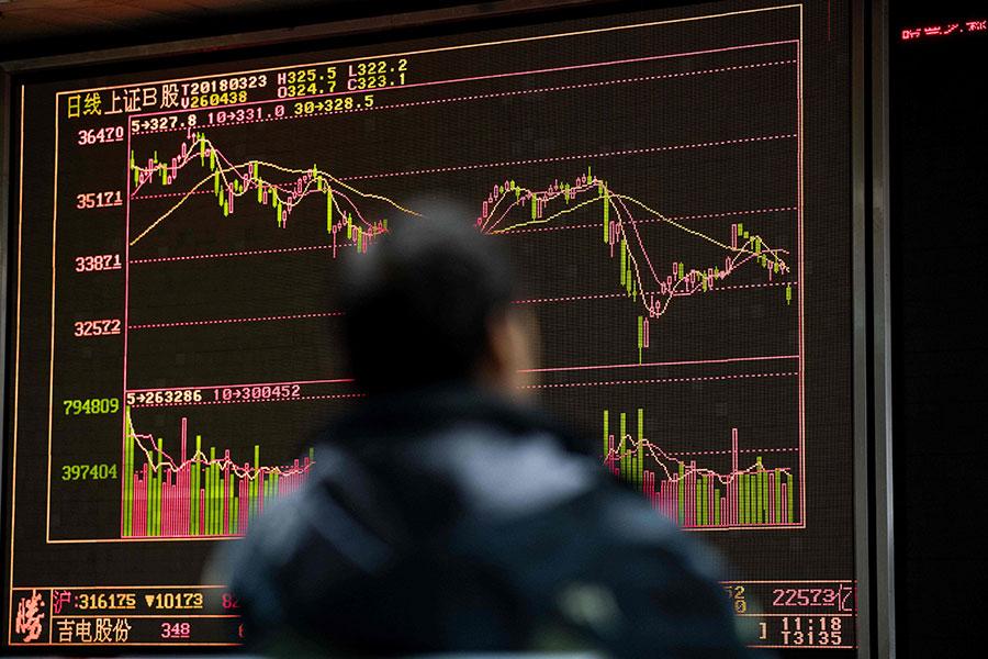 23日,A股滬指暴跌3.39%,至一個半月新低。(NICOLAS ASFOURI/AFP/Getty Images)