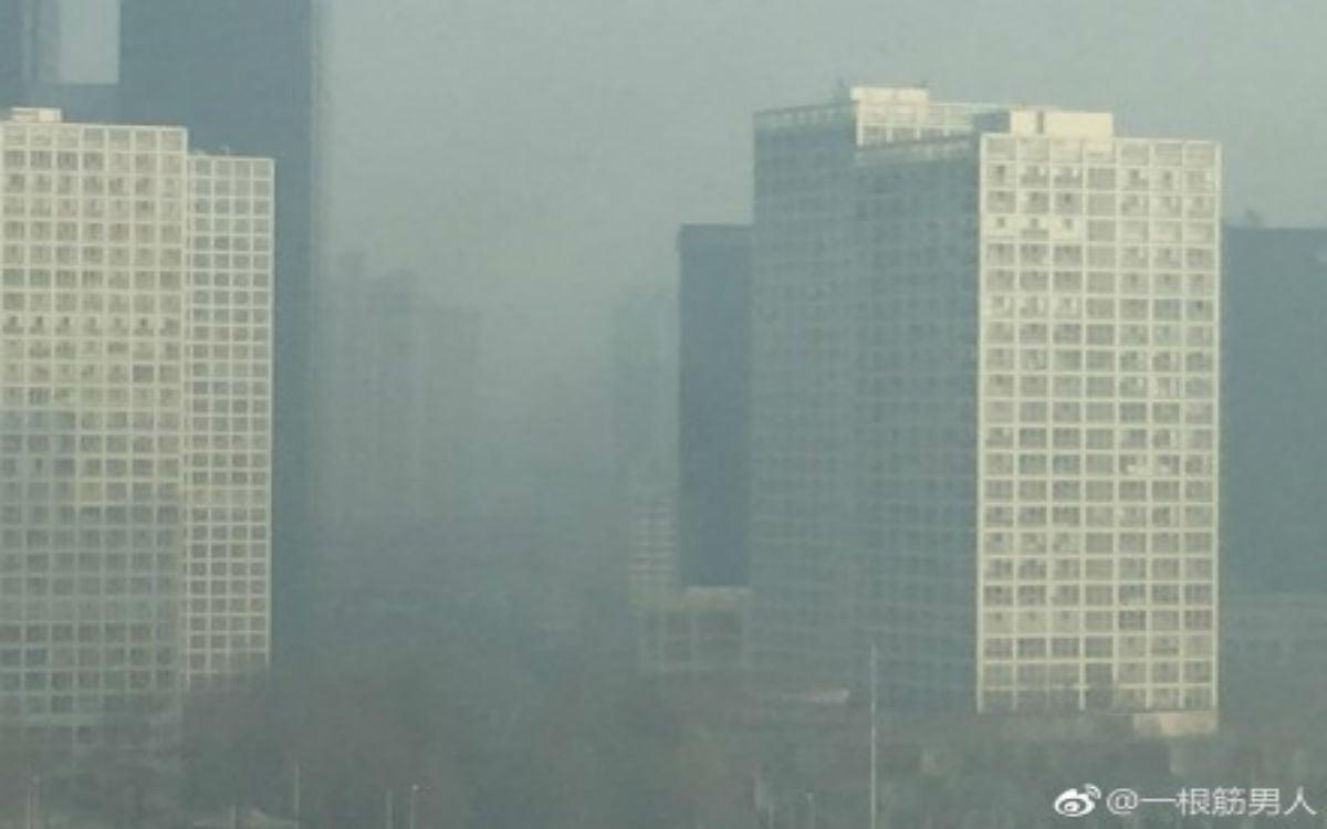 3月,北京持續遭到陰霾襲擊,兩次發佈空氣污染橙色預警。(微博圖片)