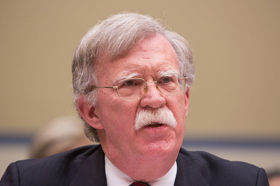 即將出任美國國家安全顧問的博爾頓(John Bolton)認為,北韓提議與美國進行對話,是為了替該國核武發展爭取時間。圖為2017年11月8日,時任美國駐聯合國大使的博爾頓在美國國會發言。(Tasos Katopodis/Getty Images)