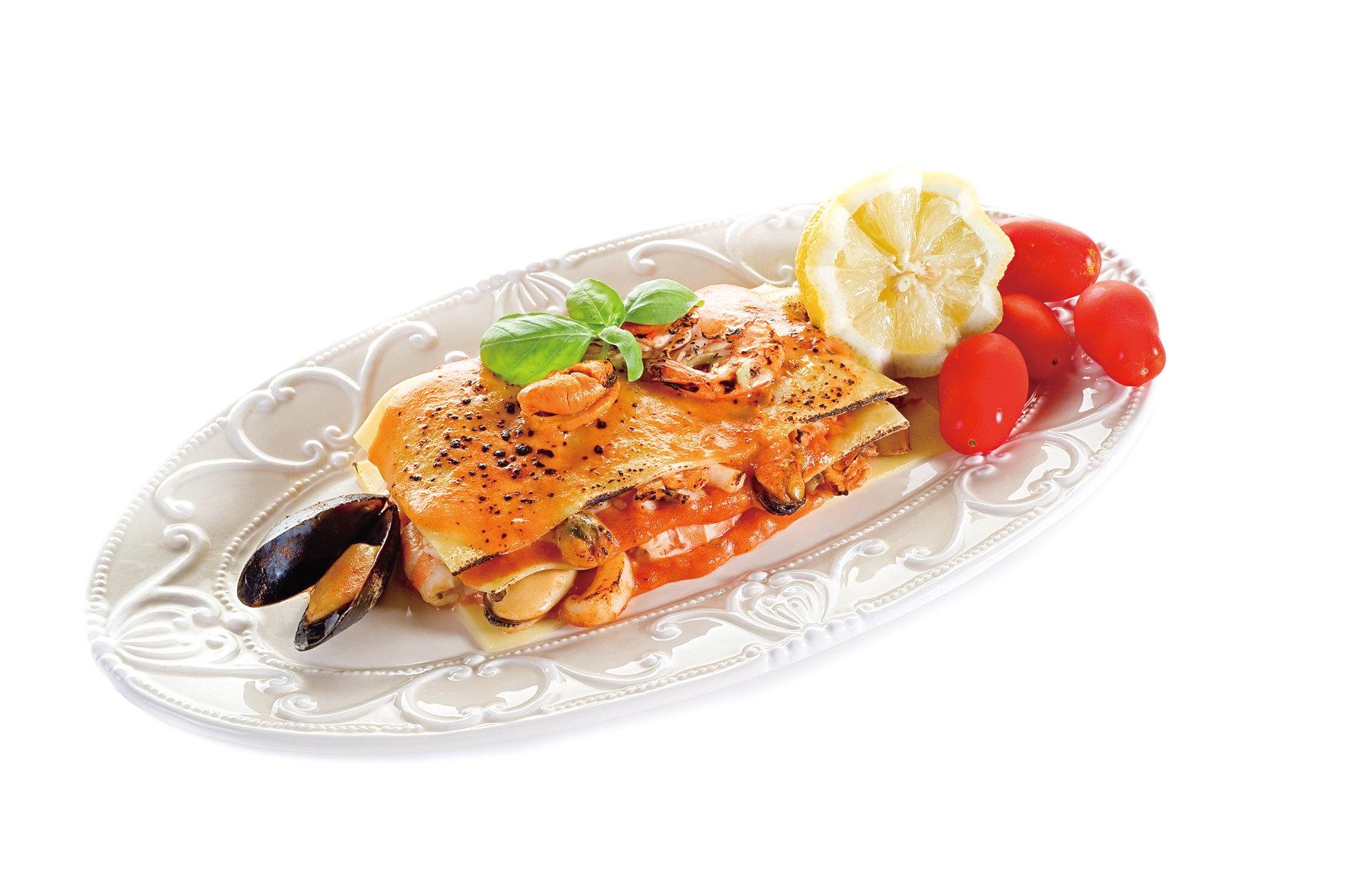 千層麵是用寬麵條分層夾入芝士、肉、蔬菜和不同醬汁。