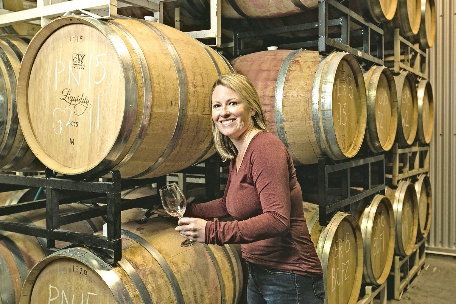 女釀酒師 Alison Moyes談到自己先在中小型葡萄園工作,使她短時間便接觸到釀酒工作的每一個環節。