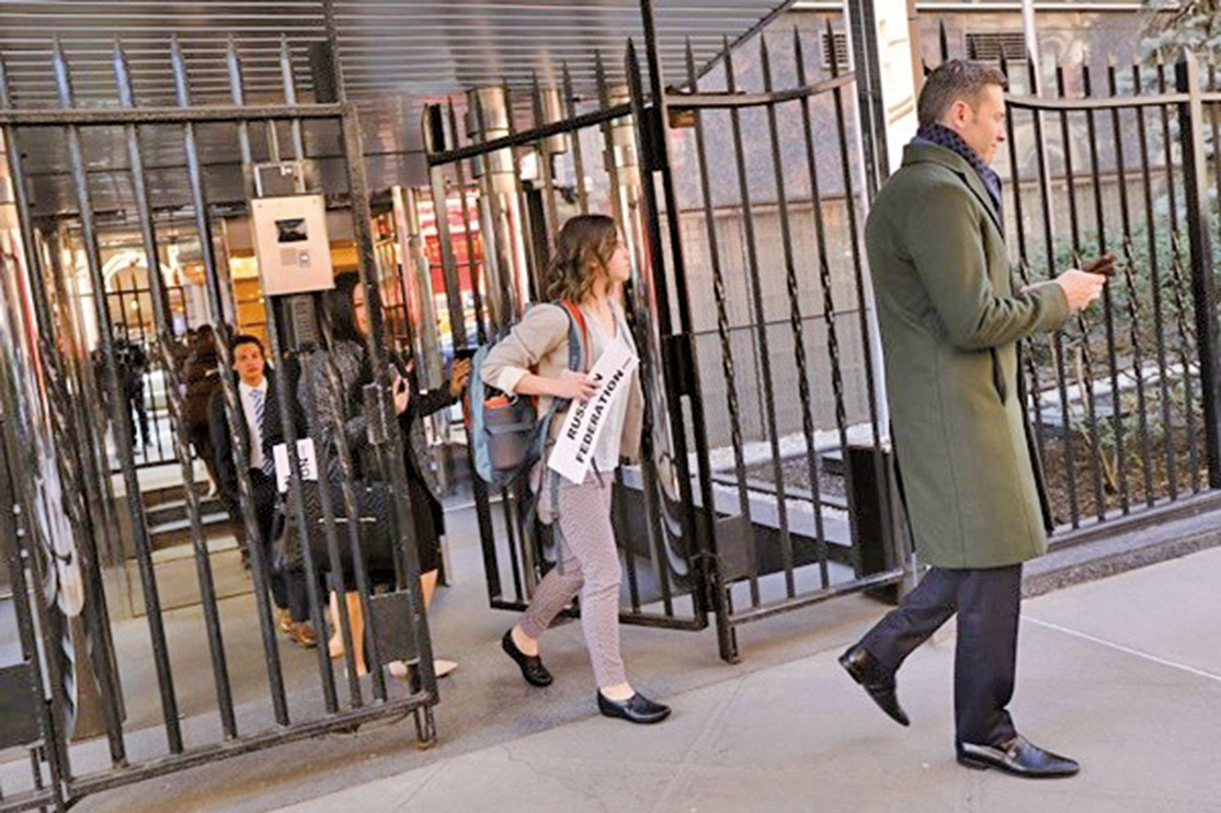 為回應前俄羅斯雙面諜案,美國及各地區盟友紛紛驅逐俄國外交官。周一(26日),美國驅逐60名在美俄羅斯外交官,並關閉了俄羅斯設在西雅圖的領事館(圖)。(Getty Images)