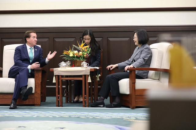 台灣總統蔡英文認為,從特朗普總統上任以來,台美關係在各個面向持續深化,不僅雙方高層有更多的互動交流,對彼此關切的議題有更密切的討論,共同推動的國際合作計劃也越來越多元。(台灣總統府)