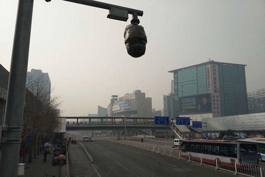 3月27日早上,疑似是搭載北韓高層官員的車隊,參觀了中關村內的科技園區。(推特圖片)