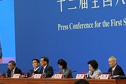 3月19日,韓正(左二)、孫春蘭(右二)、胡春華(左一)和劉鶴(右一)出任中共副總理。(Lintao Zhang/Getty Images)