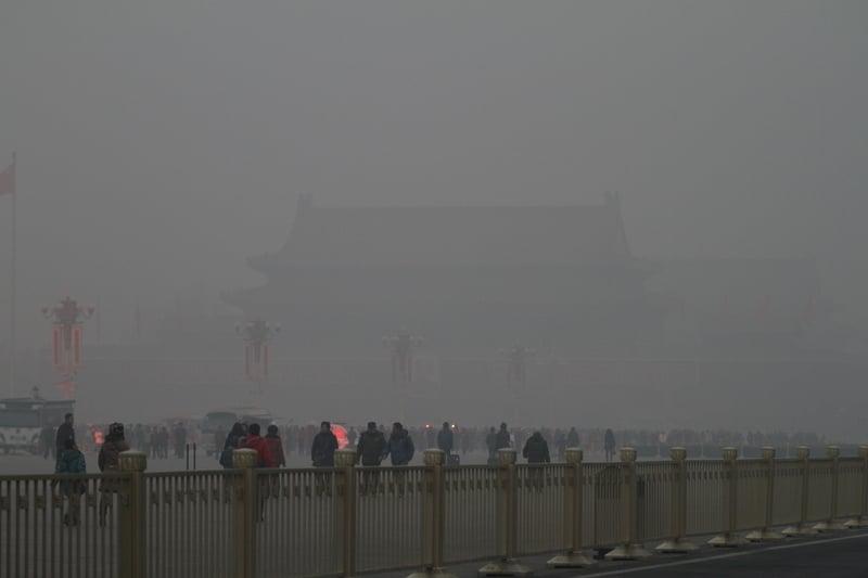 中美貿易衝突升級,大陸財經分析人士葉檀撰文認為,中國經濟有三大軟肋,經不住貿易戰。圖為2014年初北京遭嚴重霧霾。(Getty Images)