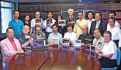 2015年7月,陳景生等13名大律師公會前主席起聯署,聲援大陸逾百名被捕維權律師,並全體獲30位時任法律界選委支持。(大紀元資料圖片)